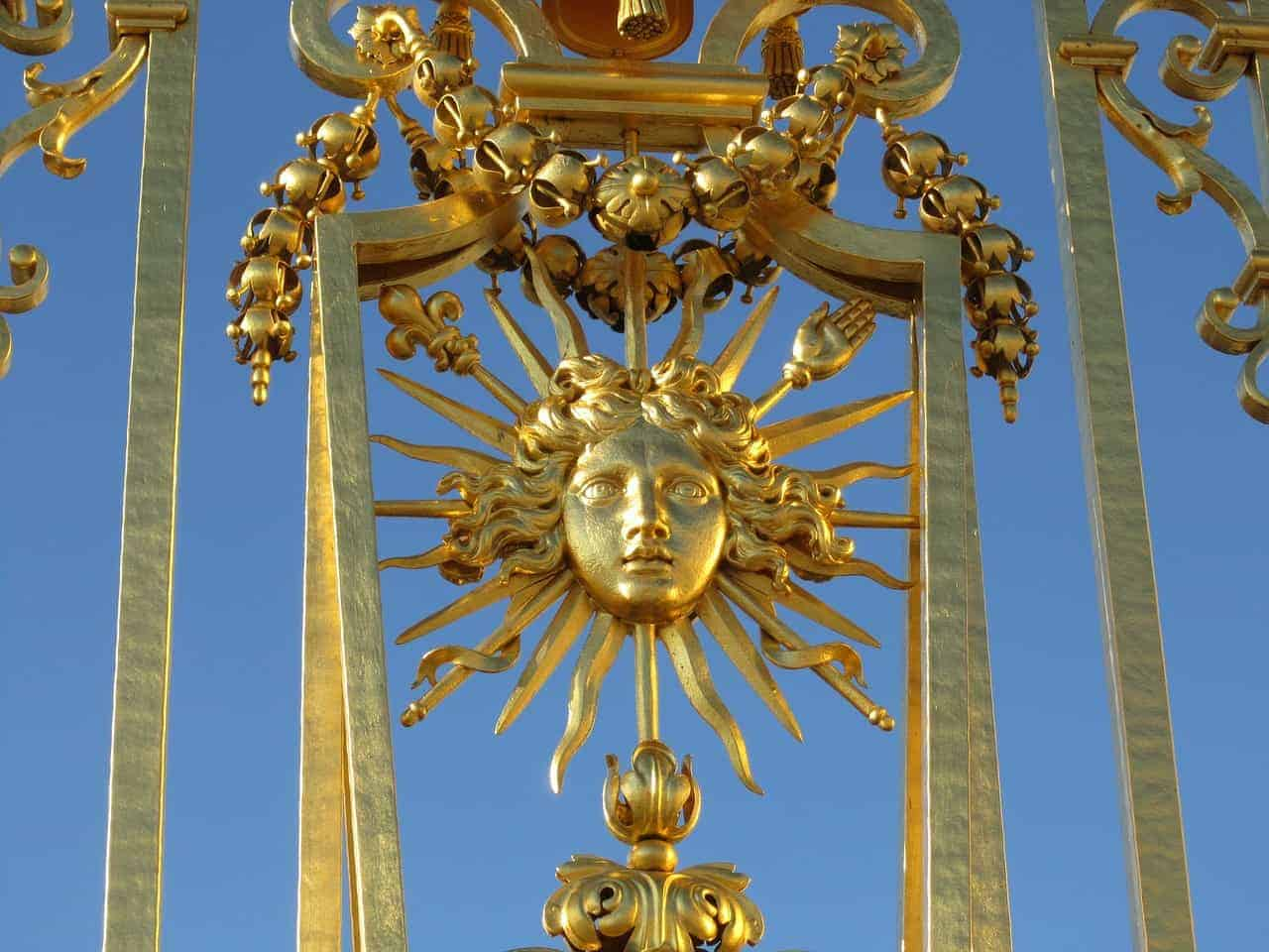 The golden entrance gates of the Palace of Versailles
