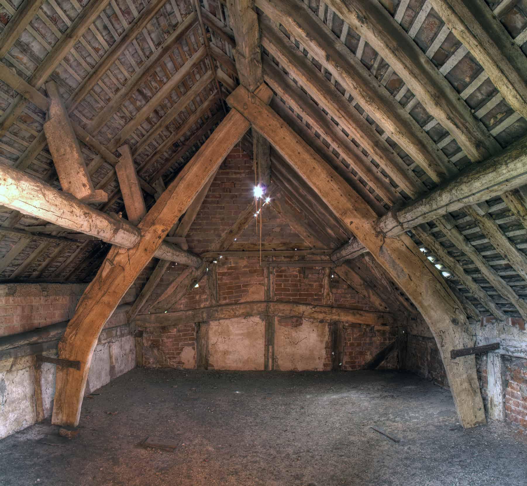 English cruck constructed granary