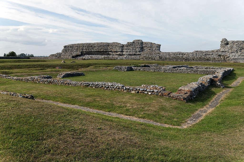 1024px-Castle_Richborough_Fort_interior_ruins_Richborough_Kent_England_2