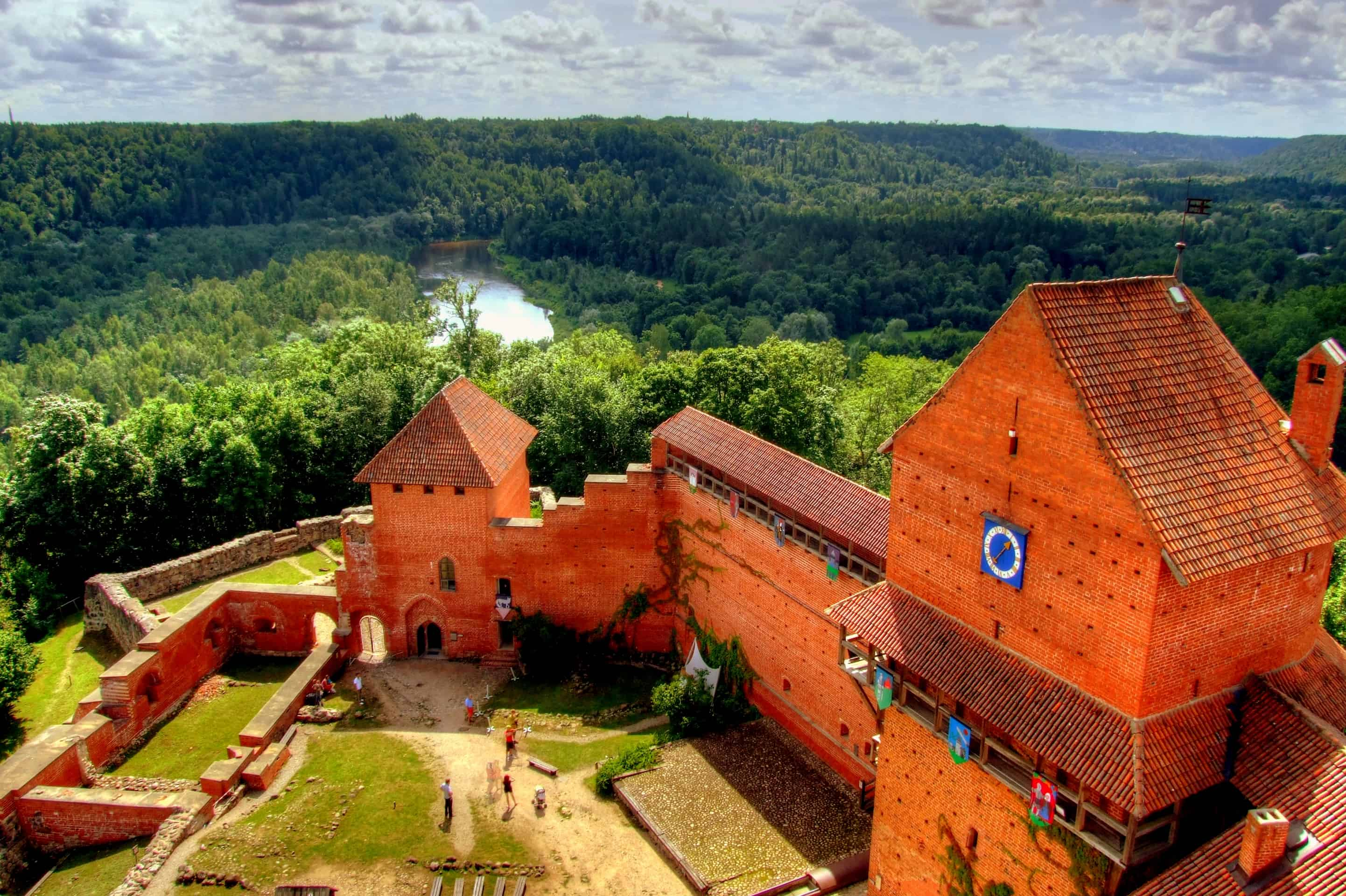 A view over the castle and the Gauja Valley