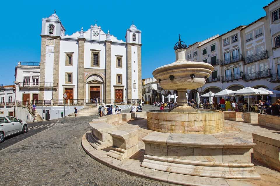 Evora's town square