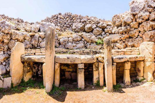 Ggantija interior altar