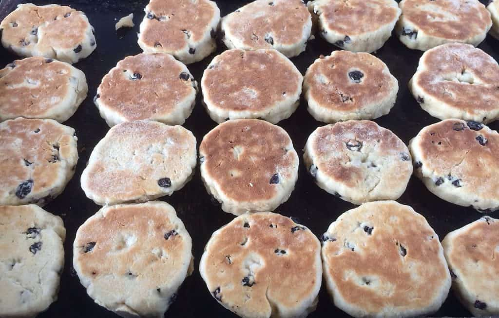 Welsh_cakes_on_a_bake_stone